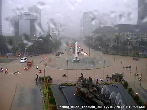 Banjir di Patung Kuda, Monas*sumber TMC Polda Metro Jaya
