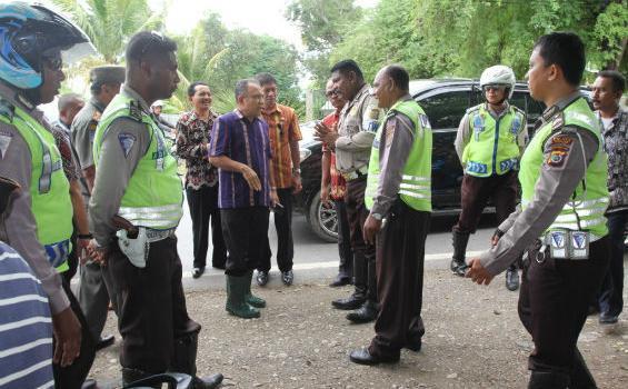 Rombongan Gubernur Ditilang Karena Menyalakan Sirine*sumber Koran FB
