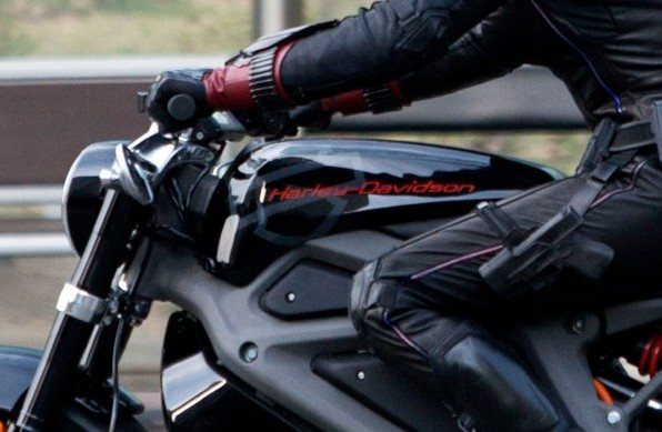 061814-harley-davidson-livewire-electric-avengers-sipausa_13362379-close-up-633x389