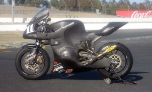 wpid-taylormade-carbon2-moto2-race-bike-05.jpg